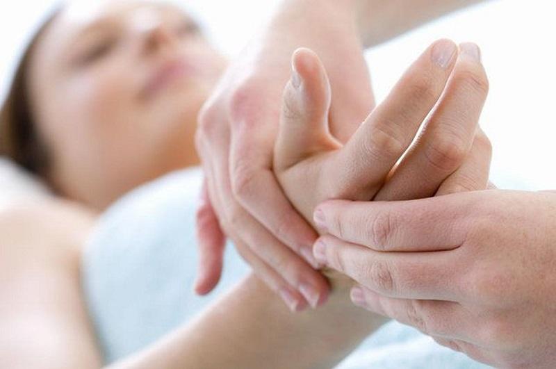 თუ ღამღამობით ხელები გიბუჟდებათ მიზეზი შეიძლება ბევრი იყოს. ამიტომ არ ღირს მკურნალობის გადადება.