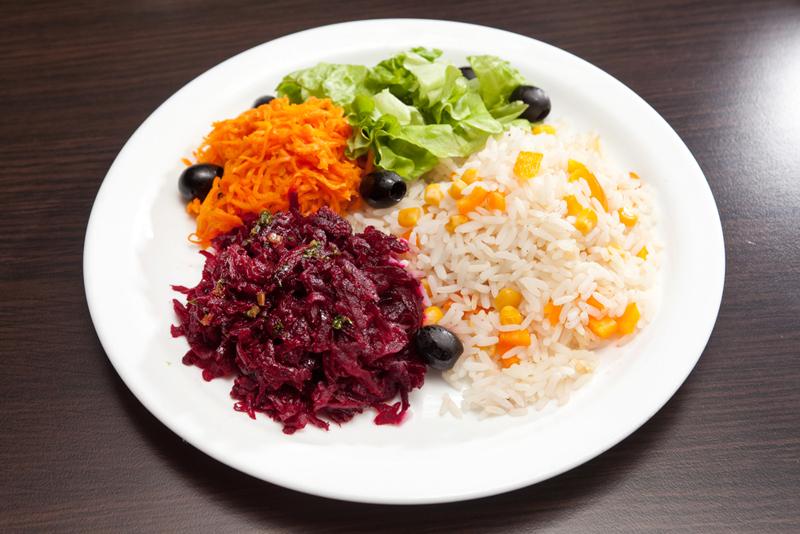 ჭამე და არ იდარდო: ეს 5 სალათის რეცეპტი წონაში დასაკლებად არის. შუაღამეს შეგიძლია მიირთვა ნებისმიერი მათგანი.