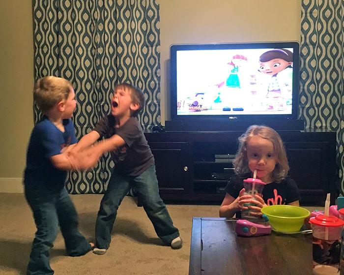 სანამ ბავშვის ყოლას გადაწყვეტთ, ეს 50 ფოტო უნდა ნახოთ. ღირს კი ამის გაკეთება?