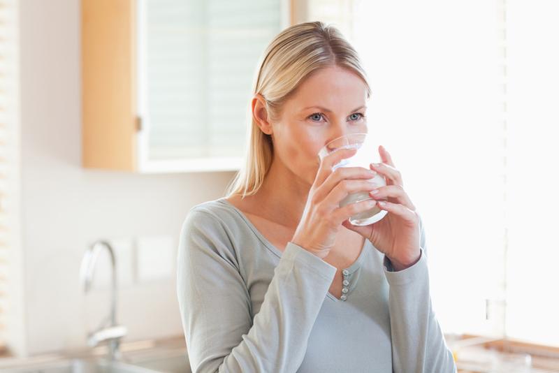 ინდოელი ქალები ცხელ ადუღებულ წყალს სვამენ. მიზეზს რომ გაიგებთ, თქვენც დაიწყებთ დალევას.