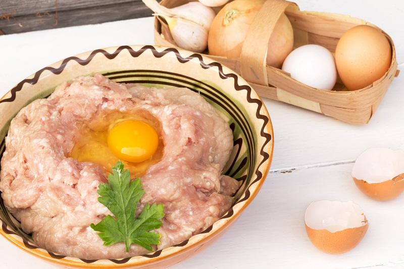 როგორ მოვამზადოთ კოტლეტი კვერცხის შიგთავსით