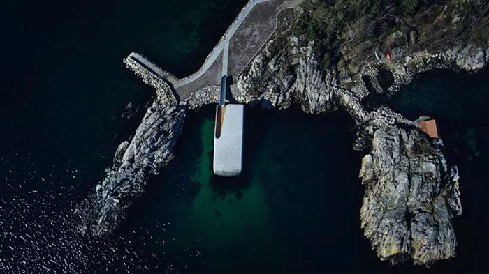 ნორვეგიაში წყალქვეშა რესტორნის მშენებლობა დასრულდა: ის სამყაროსგან მოწყვეტილად გამოიყურება!