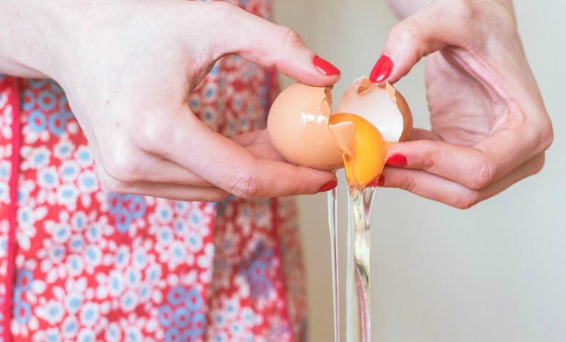 50 წელია ყოველ დილით ვტეხავ კვერცხს და ამ ნიღაბს ვიკეთებ. ნაოჭის არსებობის არც მჯერა.