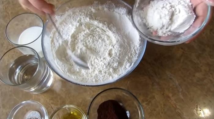 შრატის, მინერალური წყლის და შოკოლადის ცომით მომზადებული გუფთები (,,ვარენიკები''): 3 ორიგინალური რეცეპტი