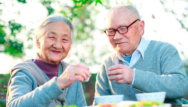 წყლით მკურნალობა, 4 ჭიქის წესი: აი, როგორ ცოცხლობენ იაპონელები 100 წელს.