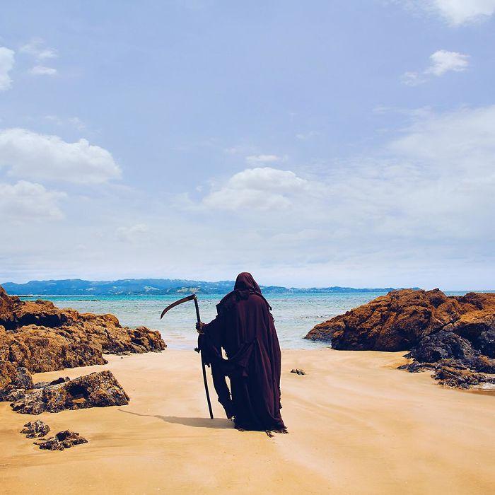 ,,სიკვდილის'' ფორმაში გადაცმული ბიჭი ფლორიდას იმ სანაპიროებზე გამოცხადდება, რომელსაც პანდემიის პირობებში ნაადრევად ხსნიან